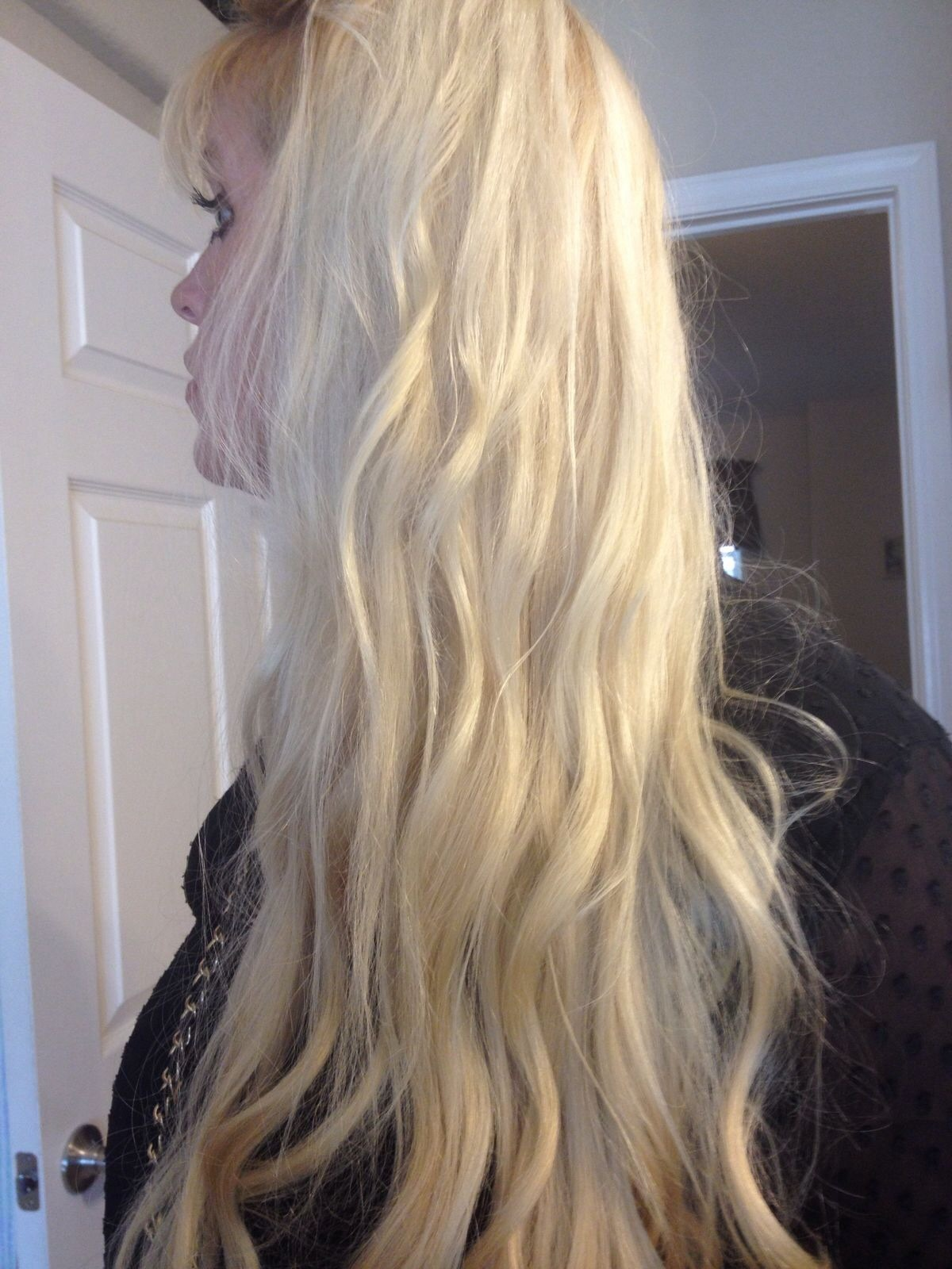 Stick straight blond hair...no exstention here! Making hair wavy.. Nume wand 25mm....
